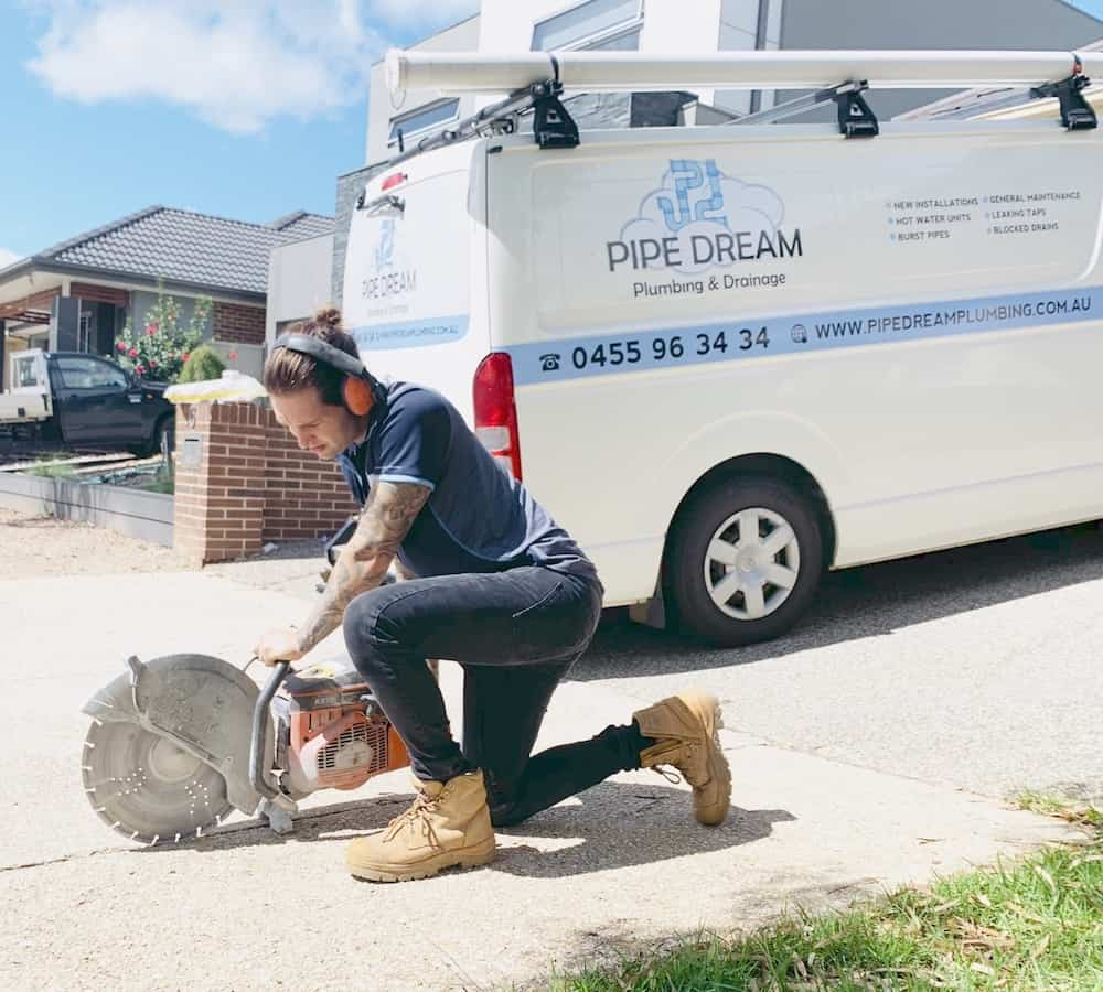 https://pipedreamplumbing.com.au/wp-content/uploads/2020/03/Onsite-demo-saw.jpg